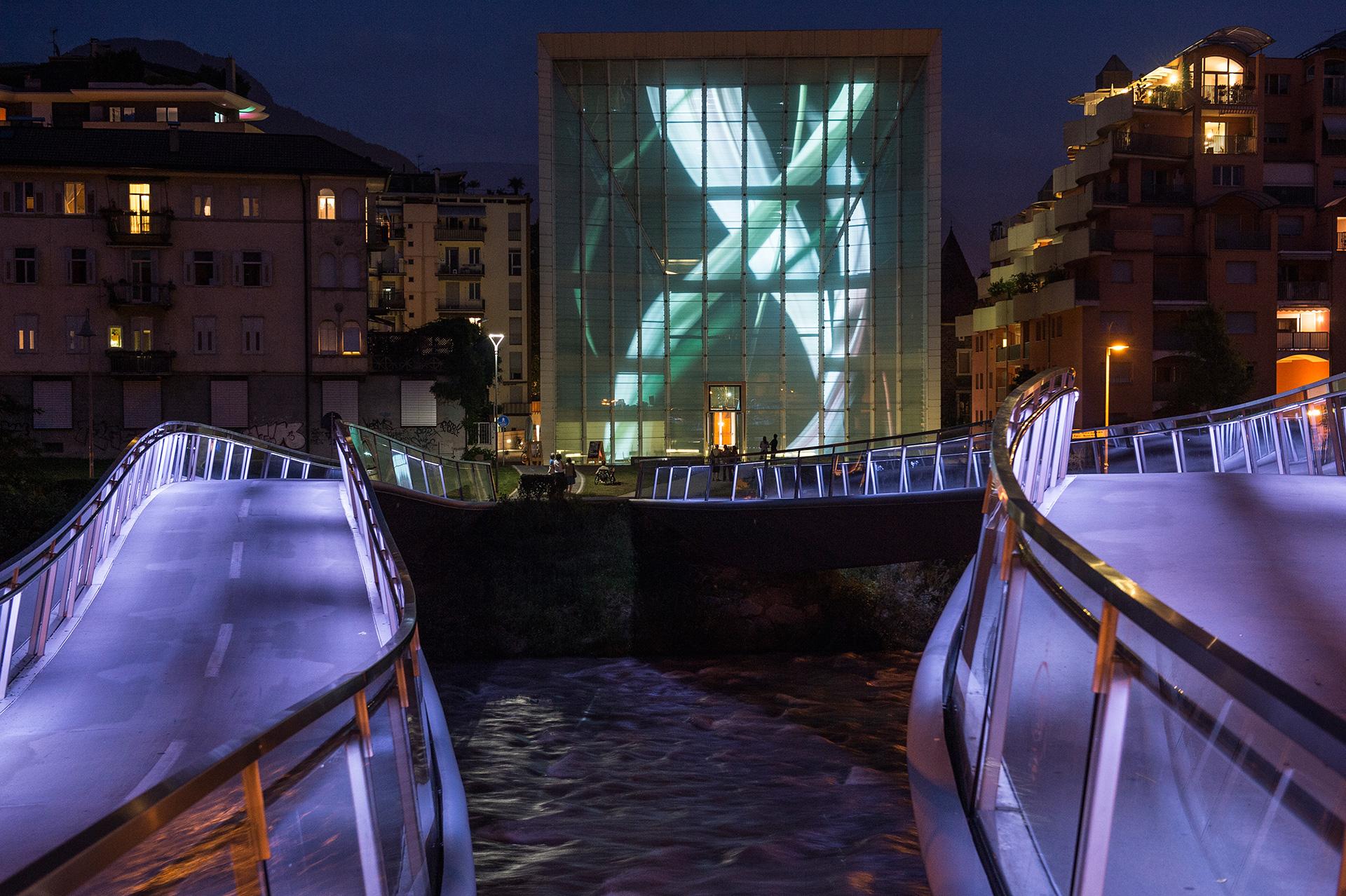 DECOMPOSITION – Installation Media Facade – DESIRING THE REAL. AUSTRIA CONTEMPORARY – Museion Bolzano 2013 / Photo Copyright  by Othmar Seehauser