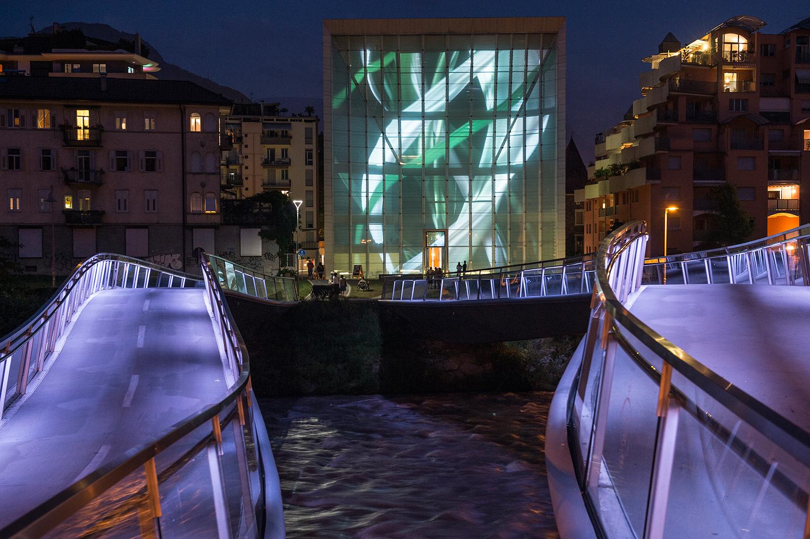 _DECOMPOSITION – Installation Media Facade – DESIRING THE REAL. AUSTRIA CONTEMPORARY – Museion Bolzano 2013 / Photo Copyright  by Othmar Seehauser